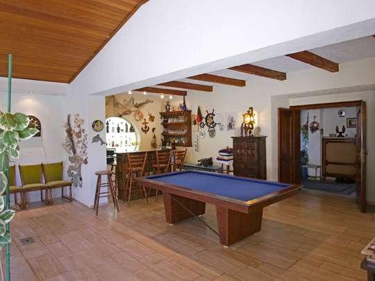 Einladendes Wohnhaus mit großer Schwimmhalle - Bild 8