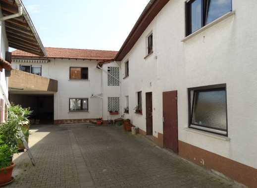 (1046) Anwesen mit Scheune u. Nebengebäude