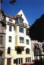 Preiswerte vollständig renovierte 5-Zimmer-DG-Wohnung mit