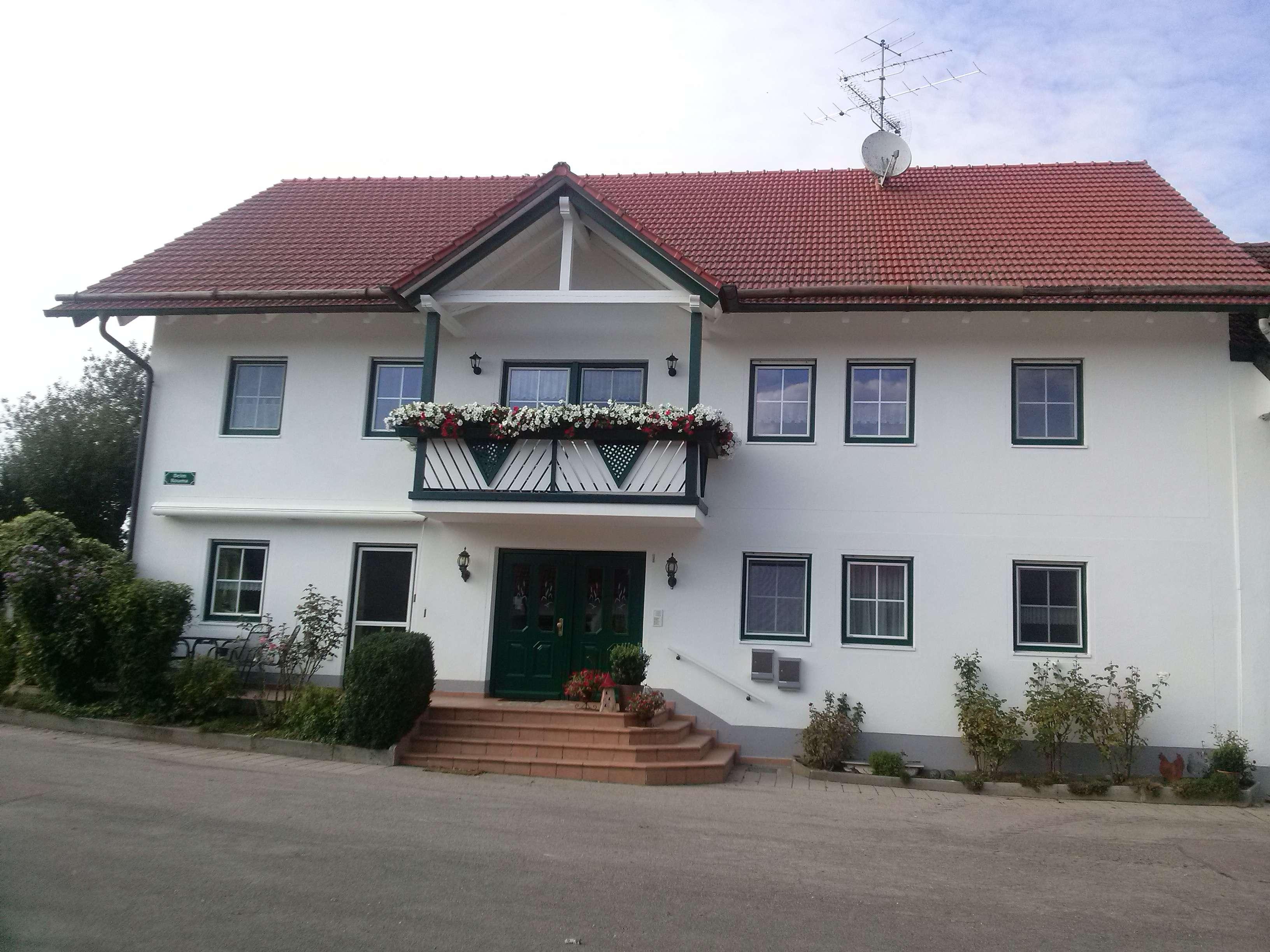 Gr. sehr geräumige Wohnung mit Balkon - Hof ohne Tierhaltung in