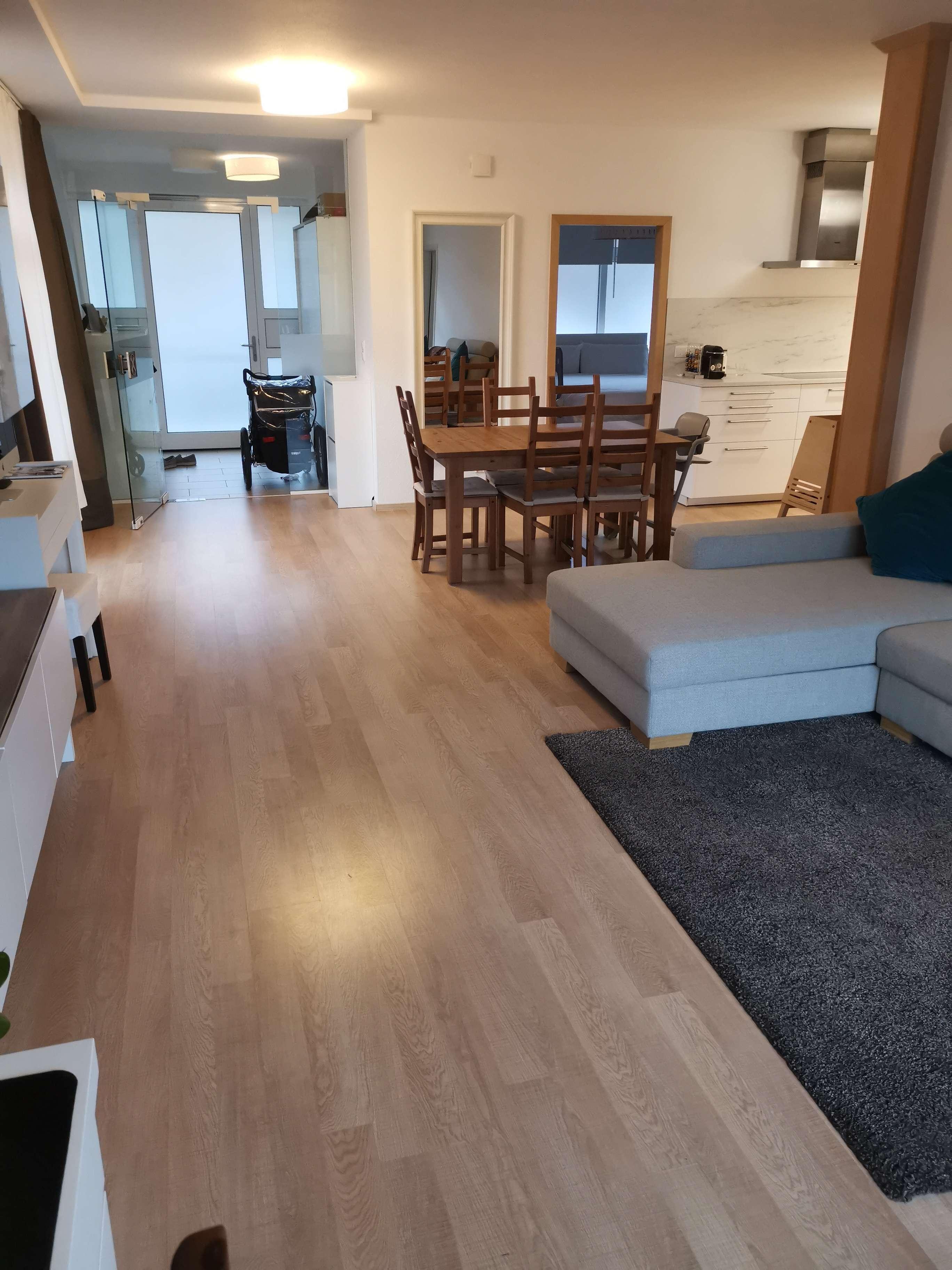Neuwertige EG-Wohnung mit 3,5 Zimmern sowie Balkon und Einbauküche in Bayreuth in