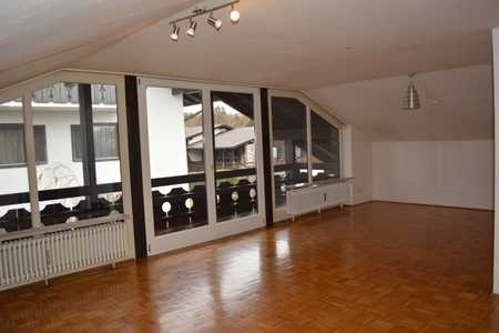 Atmosphärische Dachgeschoss-Wohnung im Murnauer Süden in Murnau am Staffelsee