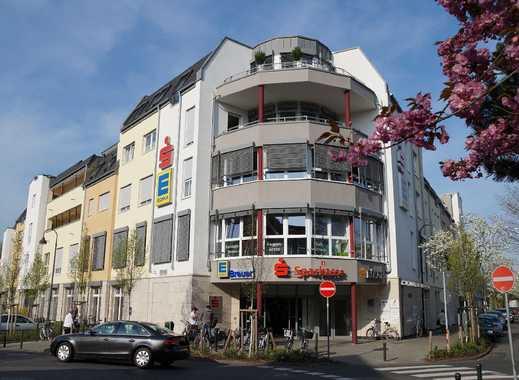 KARREE IM DORF: Großzügige 3-Zimmer-Wohnung mit Südterrasse und TG-Stellplatz in Lev.-Schlebusch!