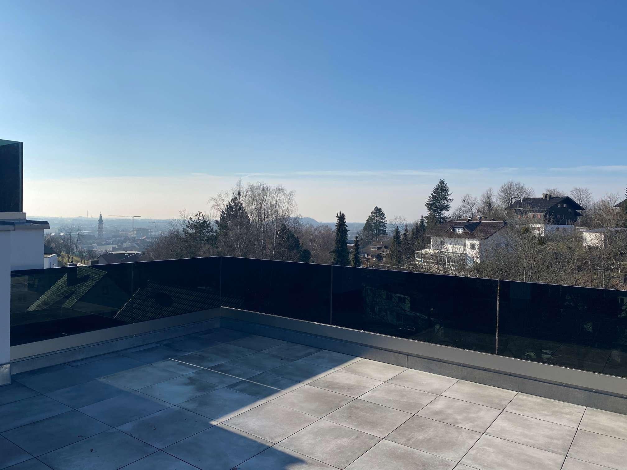 Erstbezug: Luxus 4-Zimmer-Penthouse mit Einbauküche und 2 (Dach-)Terrassen+Hanggarten in Deggendorf