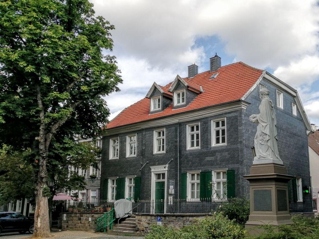 Kirchplatz1