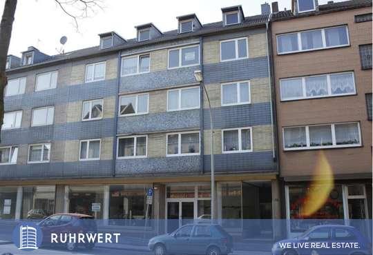 Aussenansicht von Massive 50er-Jahre Architektur mit Entwicklungspotenzial in Duisburg!
