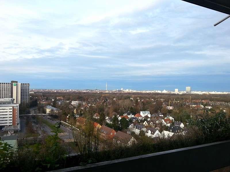 Traumhafte, vollmöblierte Dachgeschosswohnung in Bogenhausen zum Wohnen auf Zeit in Bogenhausen (München)