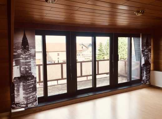 Gepflegte 5-Zimmer-Dachgeschosswohnung mit Balkon und Einbauküche in Groß-Rohrheim