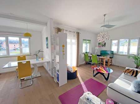Salzweg: Neuwertige 3-Zimmerwohnung mit Balkon, EBK und Carport in ruhiger Lage! in Salzweg
