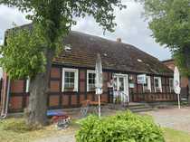 Dreiseitenhof mit ehemaliger Gaststätte Fachwerkhaus