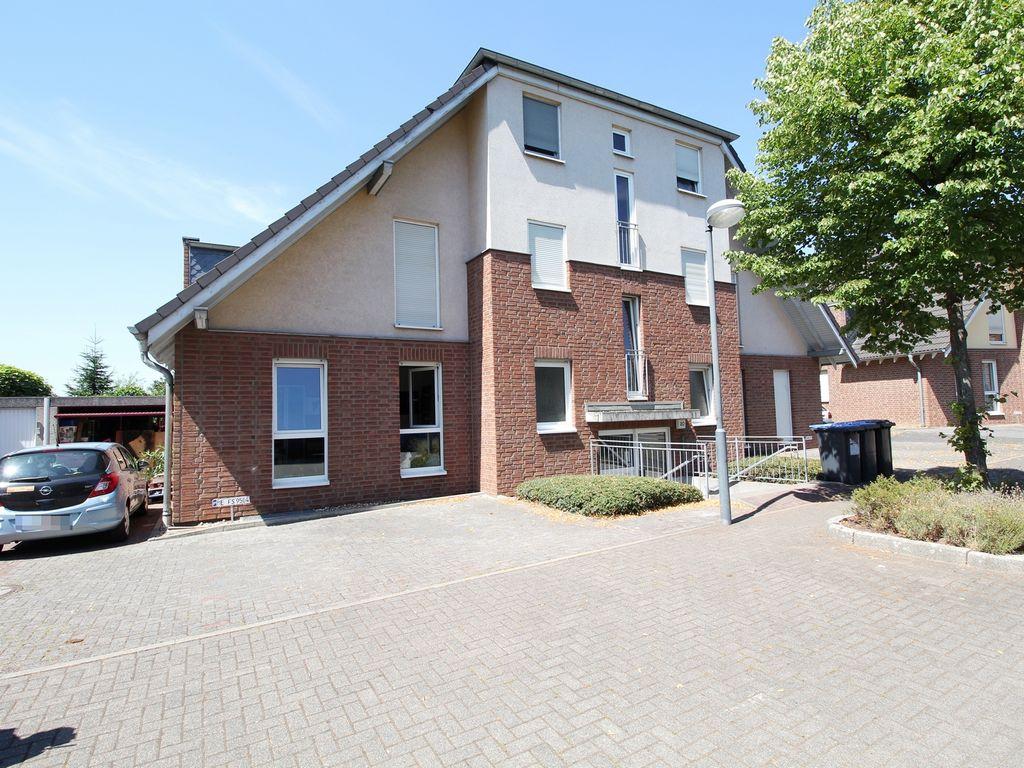 Moderne 2-Zimmer-Wohnung im Erdgeschoss mit Terrasse ...