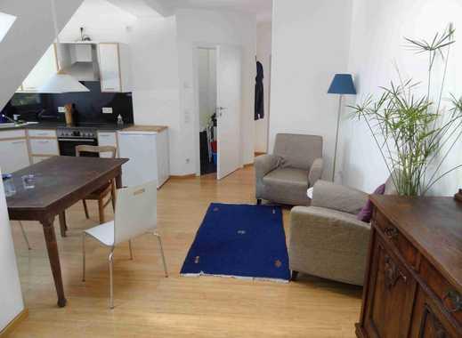 Helle, möblierte 1,5-Zimmer-Dachgeschosswohnung mit Einbauküche und Balkon in Wedding, Berlin