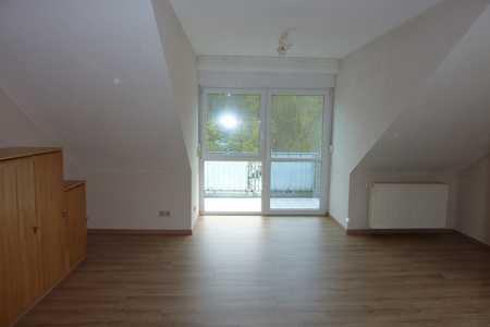 Geräumige und gepflegte 1-Zimmer-DG-Wohnung mit Balkon und EBK in Würzburg Heidingsfeld in Heidingsfeld (Würzburg)