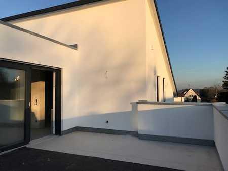 Neubau! Erstbezug! 2 ZKB (W5) DG-Wohnung mit  großer Terrasse, Einbauküche und Garage + Stellplatz!  in Etting