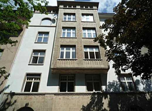 Wunderschöne komplett renovierte 2-3 Zimmer Altbauwohnung in 1A Lage in Stgt West