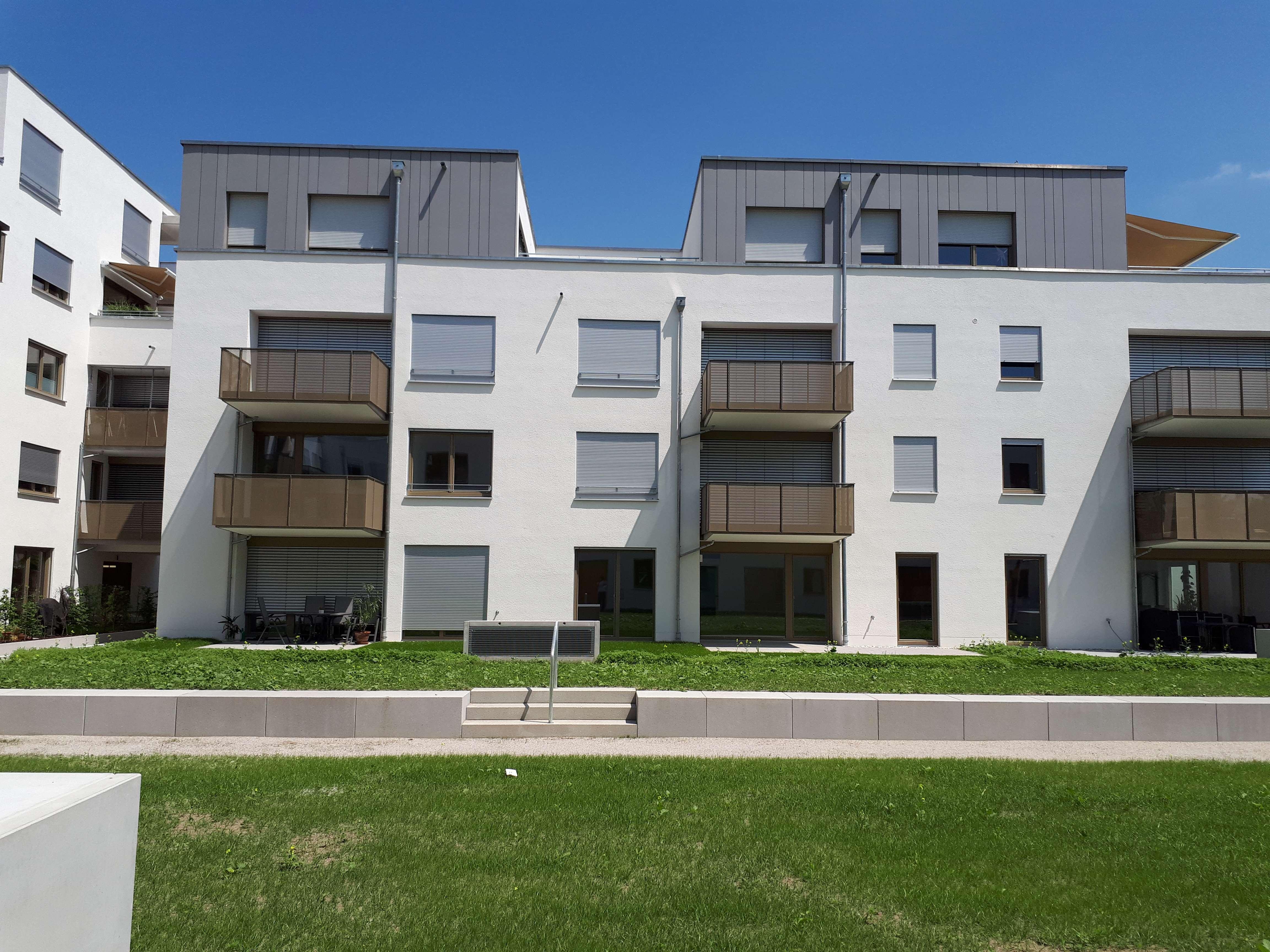 Ausgang ins Grüne - Neubau 2-Zi-Wohnung - Mit Einbauküche und großer Terrasse/Freifläche