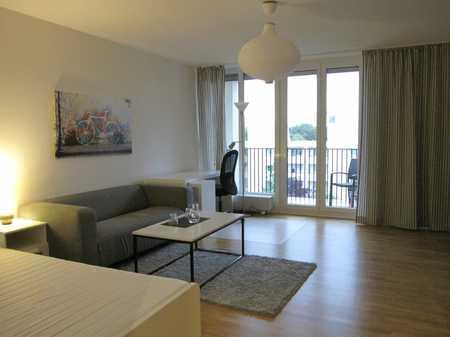 Neu saniert u. neu möbliert: Sonnige Whg. mit 2 Schlafzimmern u. Balkon, WG-geeignet in Aubing (München)