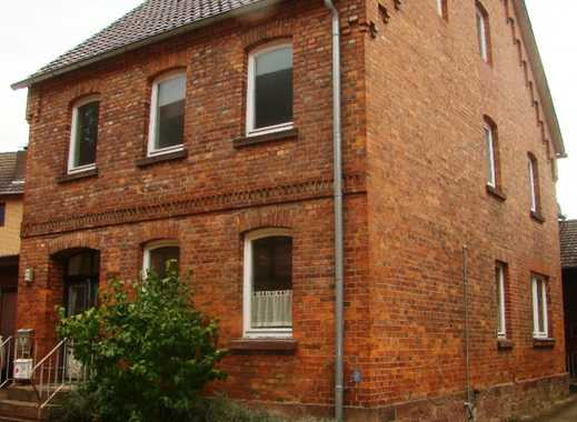 Geräumiges Zweifamilienhaus aus Ziegelsichtmauerwerk