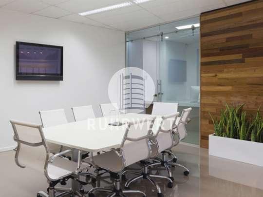 Tisch von Stilvoll & exklusiv: Hochwertige Büroflächen in Düsseldorf-Seestern