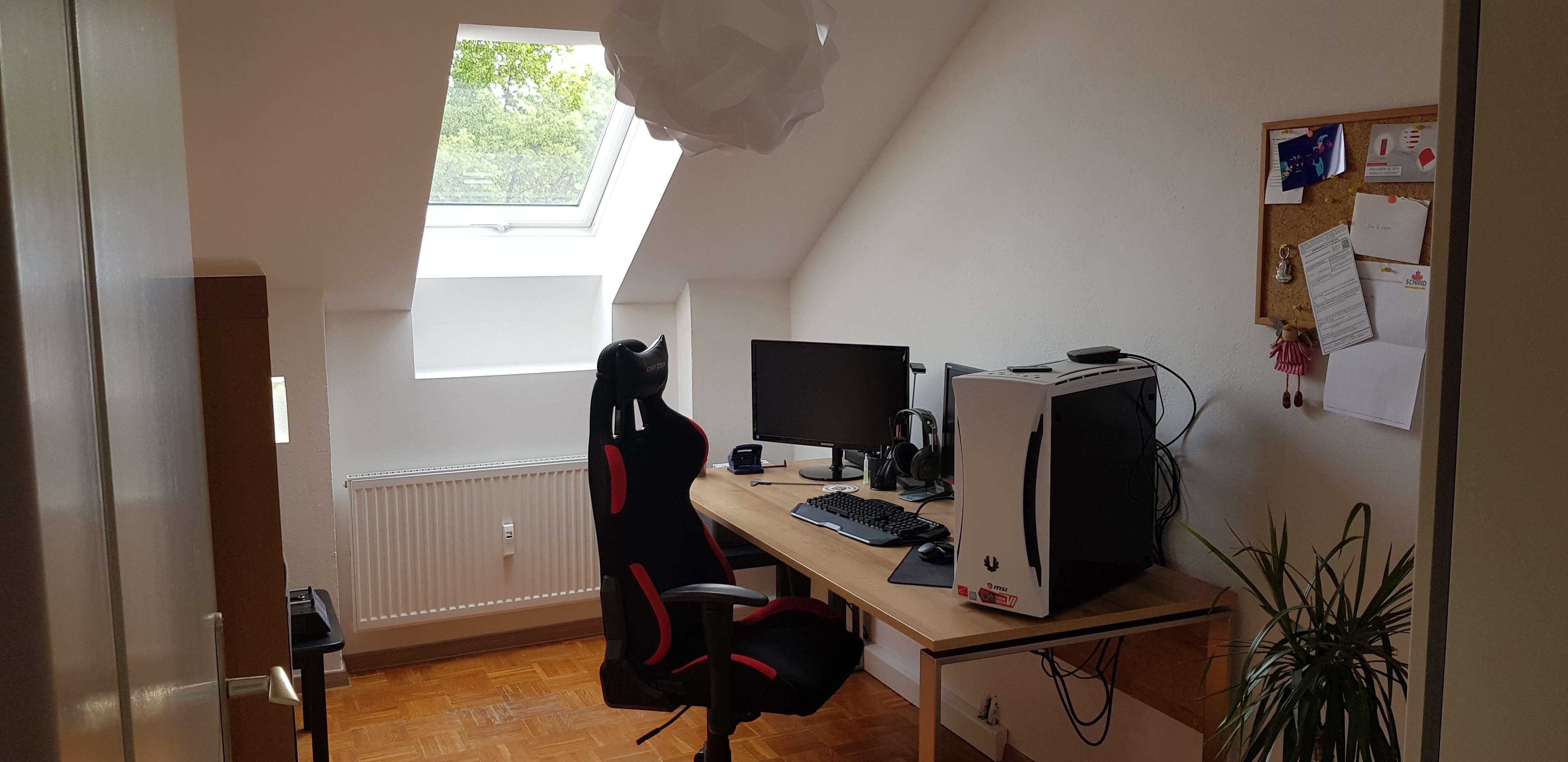 Vollständig renovierte 3-Zimmer-DG-Wohnung mit Einbauküche in Obertraubling