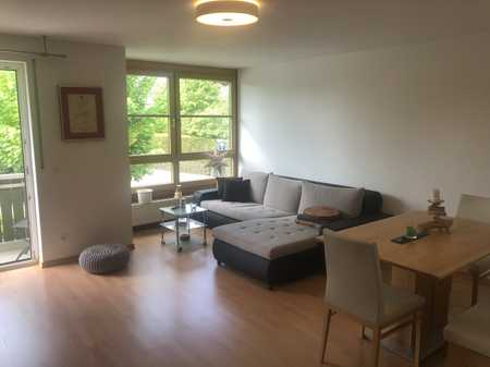 Vollständig renovierte 2-Zimmer-Wohnung mit Balkon und Einbauküche in Oberhaching in Oberhaching