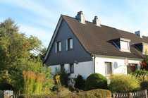 Ältere Doppelhaushälfte mit rückwärtiger Bebauungsmöglichkeit