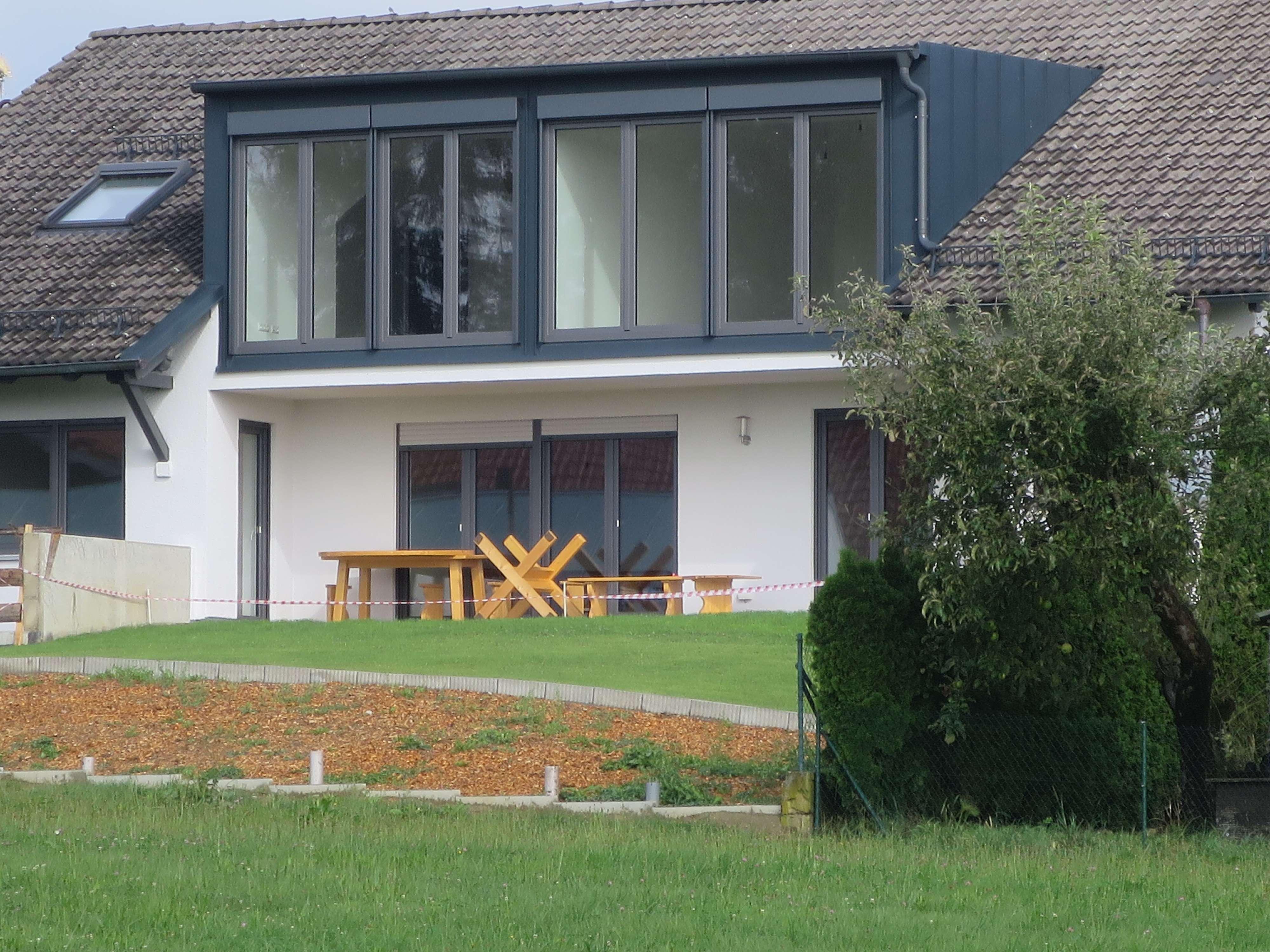 +AICHACH-Obermauerbach+ Top ausgestattete 3-Zimmer-DG-Wohnung / Freisitz mit  traumhafter Weitsicht in