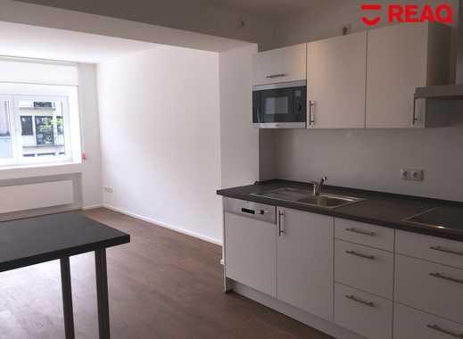 Wilhelmstraße: 2,5 Zimmer Wohnung Mit Rückwärtigem Balkon Und Offener  Wohnküche