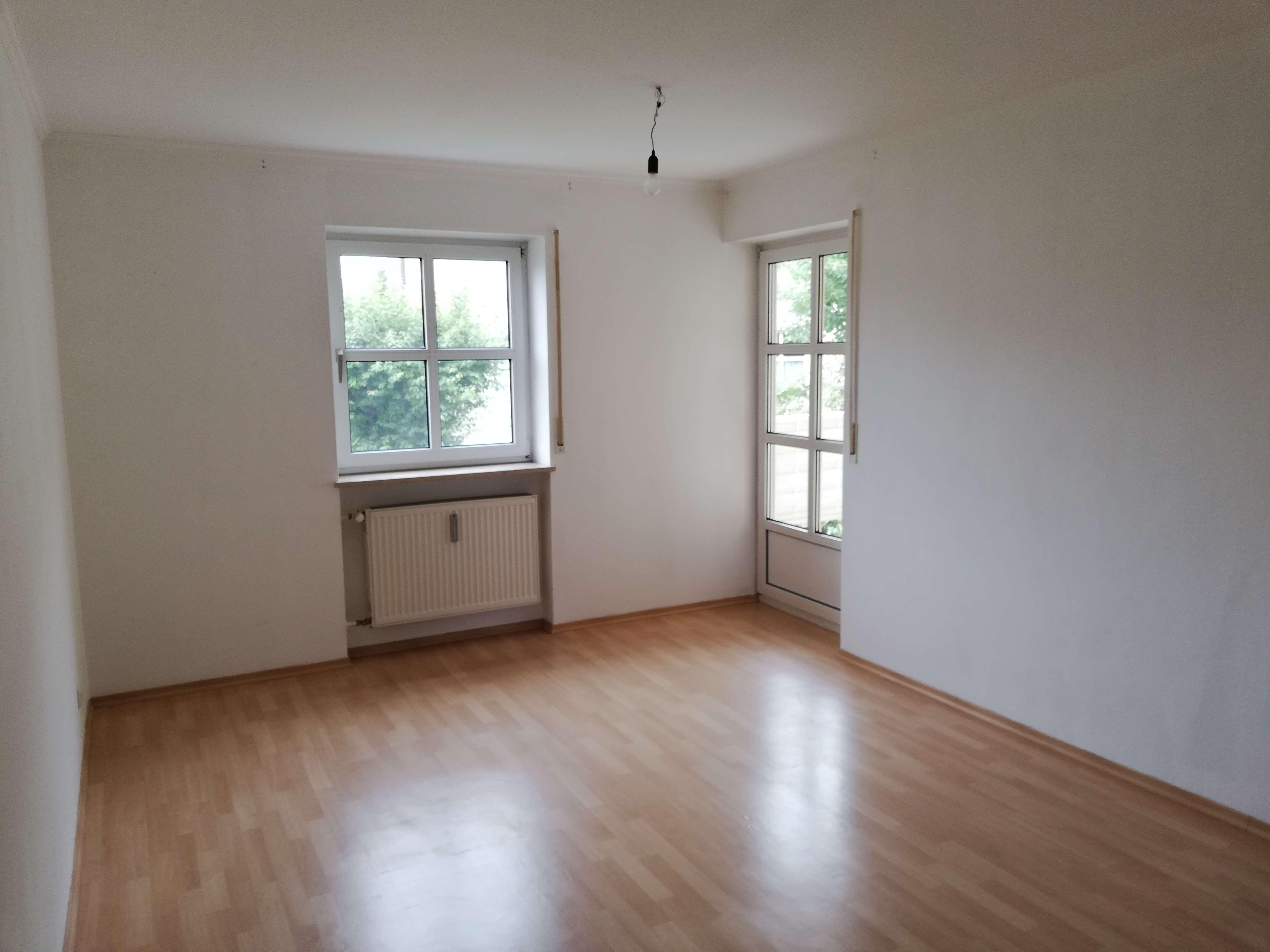 Gepflegte EG-Wohnung mit zwei Zimmern und Terrasse in Pocking in