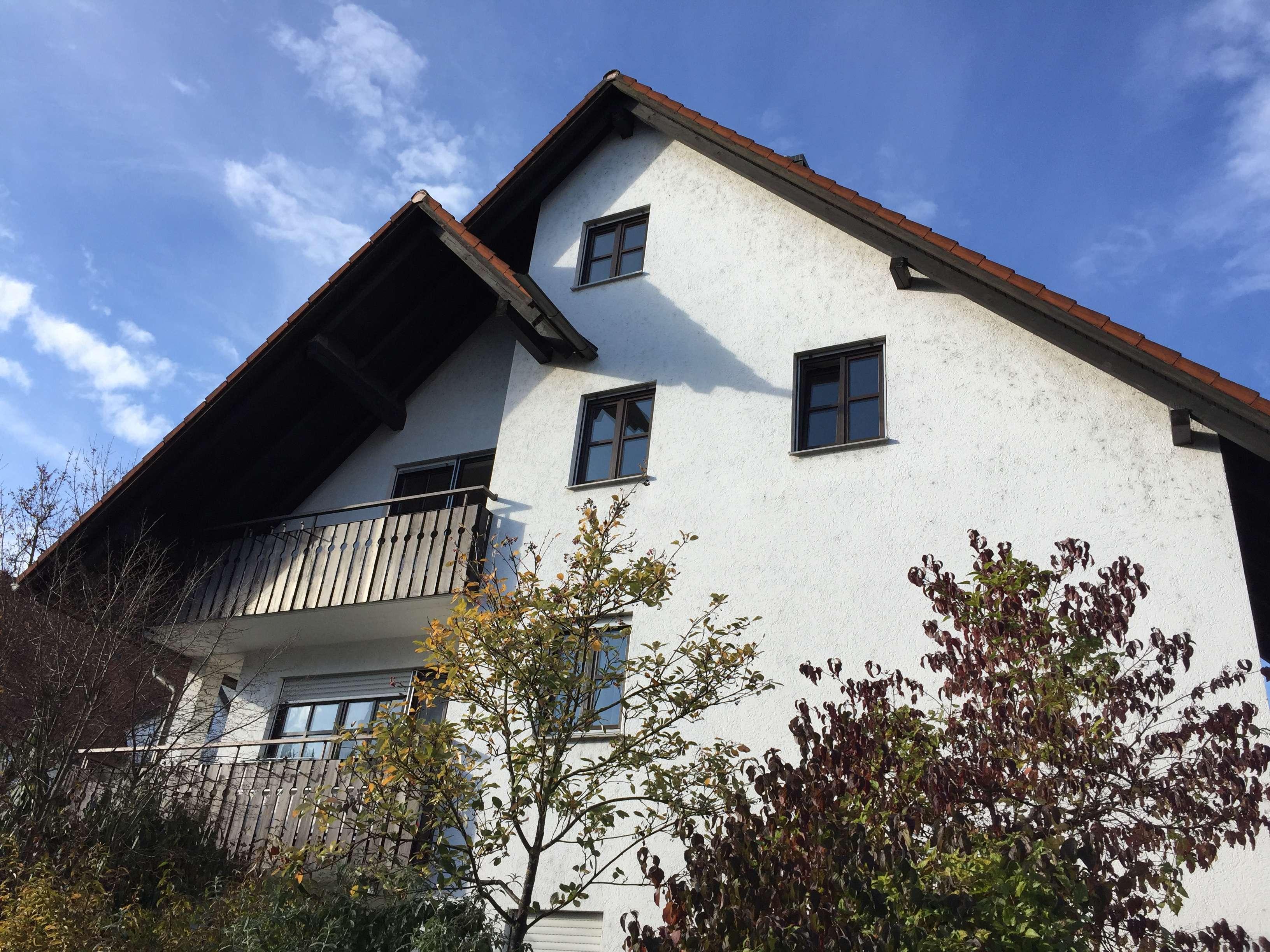 Gepflegte 3-Zimmer-DG-Wohnung mit Balkon und Einbauküche in Landshut in Nikola
