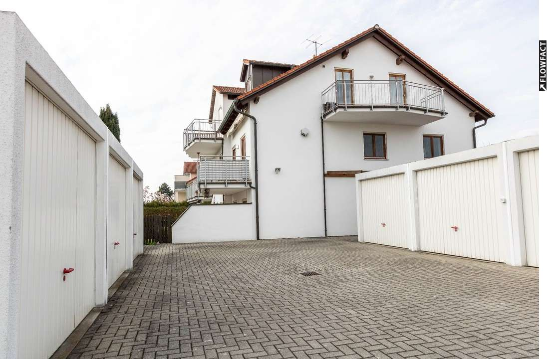 Möblierte 2-Zimmer-Dachgeschosswohnung mit zwei Balkonen