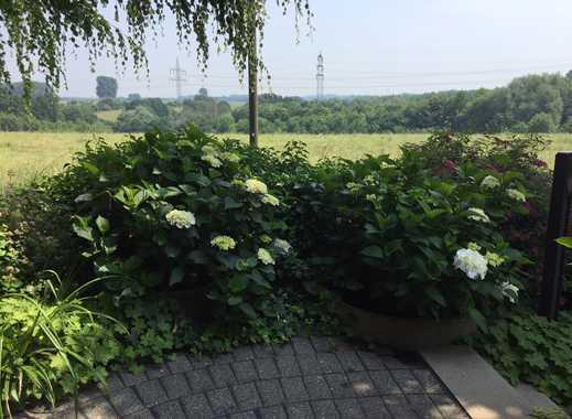 Traumlage: Winkelbungalow am Landschaftsschutzgebiet in Düsseldorf-Hubbelrath
