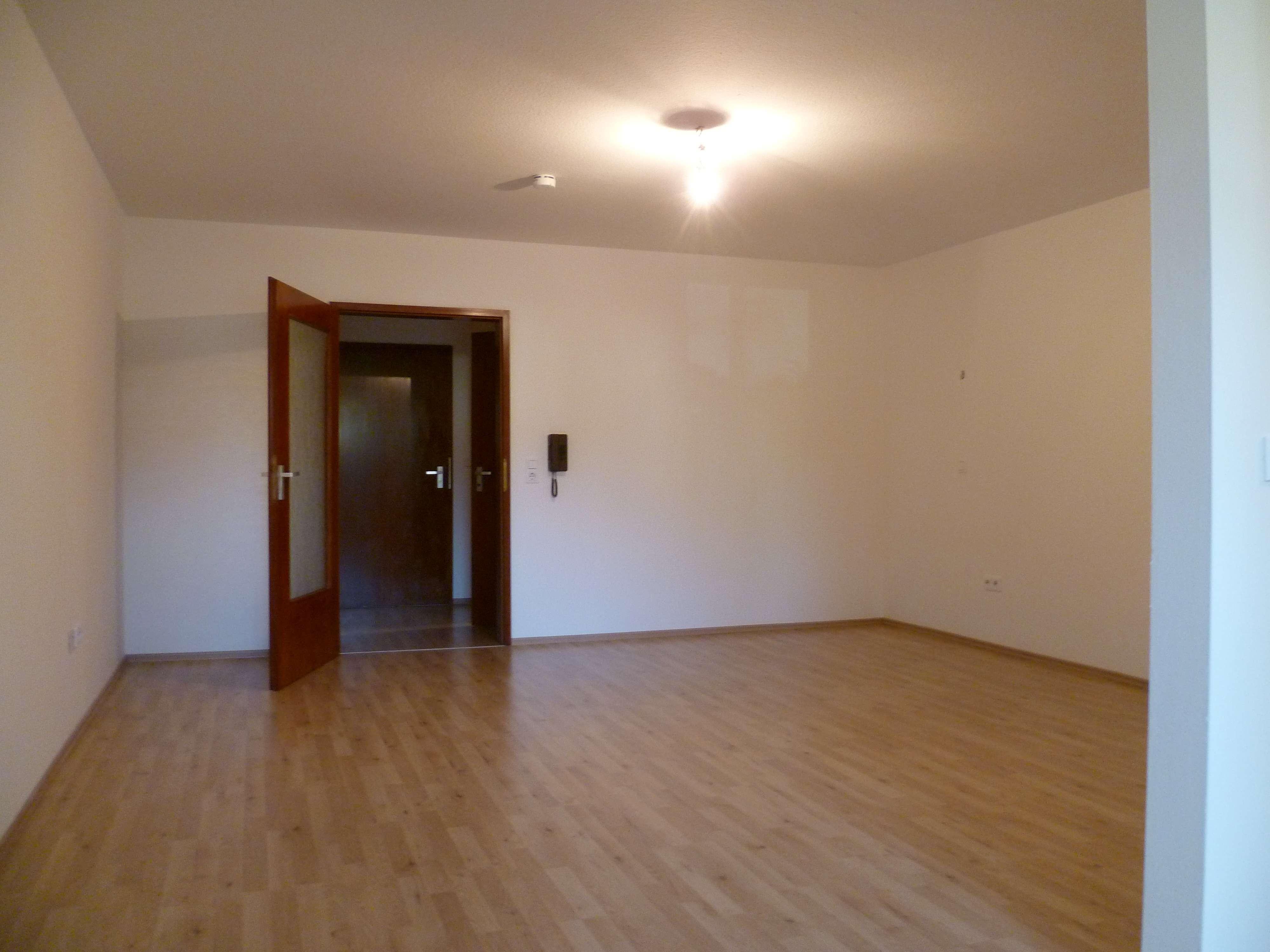 Gepflegte 1-Zimmer-Erdgeschosswohnung mit Loggia in Schweinfurt in