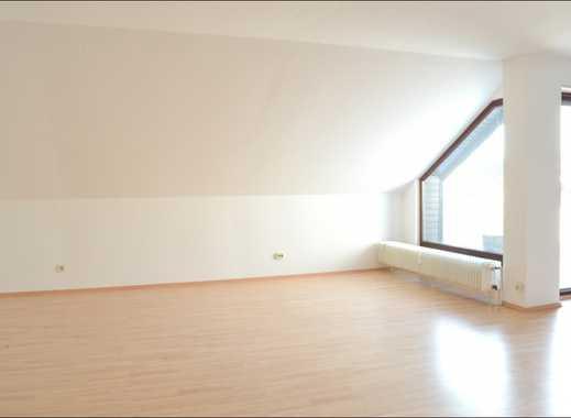 Frisch renoviert, großzügige 2- Zimmer DG-Wohnung