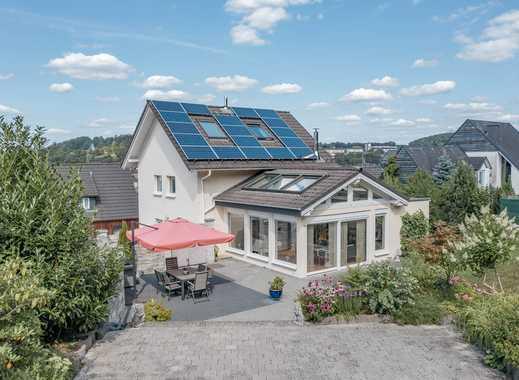 WINCHENBACH: Modernisiertes Einfamilienhaus mit großzügigem Wohnbereich und Sonnenterrassen