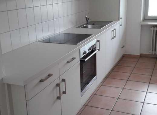 Schöne helle 3-Zimmer- Wohnung m. EBK, Balkon,Garage, in zentraler Lage