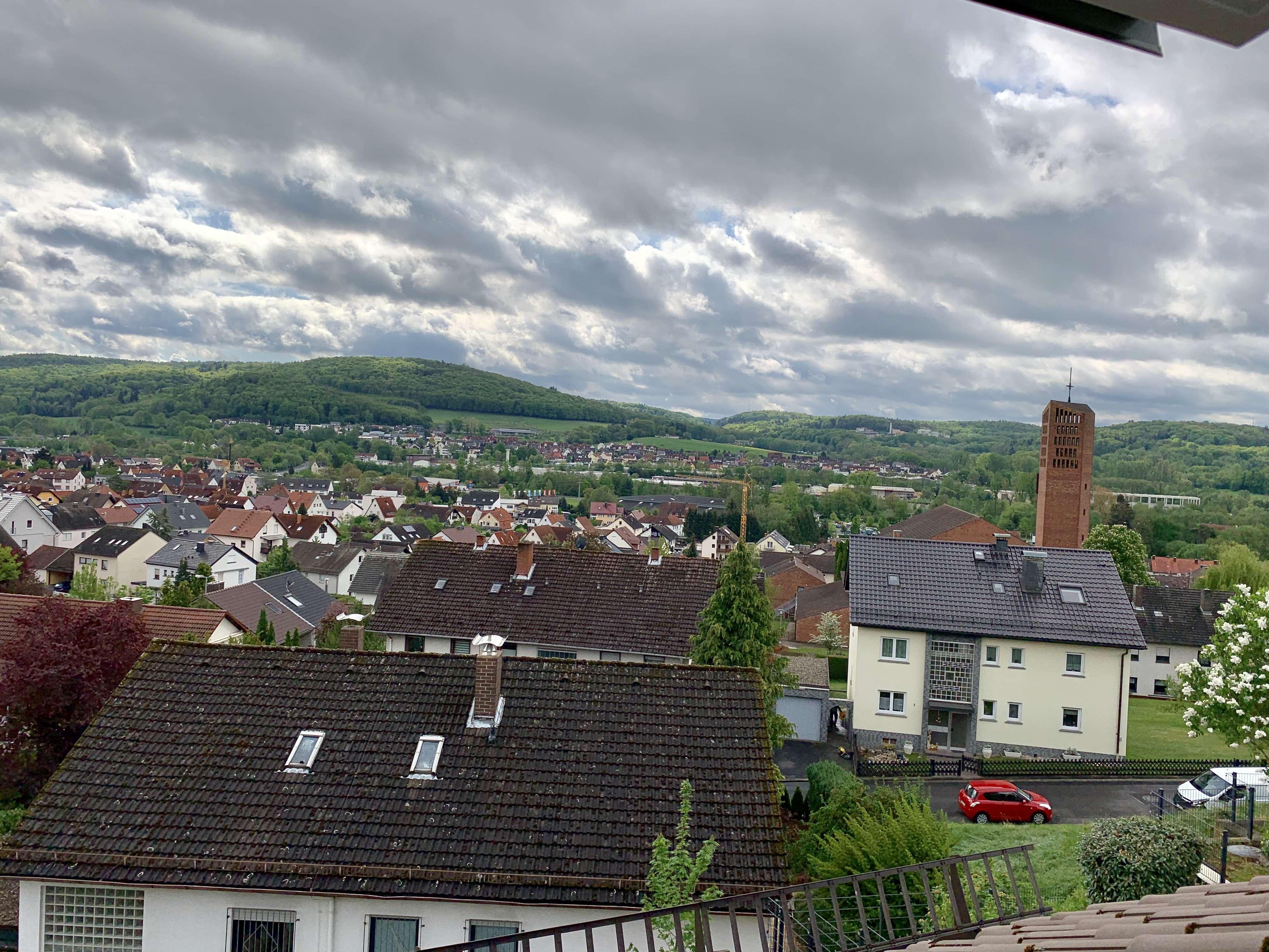 Erstbezug nach Sanierung mit Einbauküche: attraktive 3-Zimmer-Dachgeschosswohnung in Goldbach