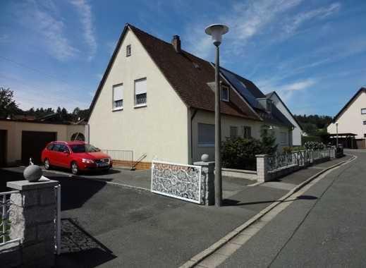 Gut sanierte DHH mit 2 EBK, 2 Bädern, Terrasse, Garage und Garten in 91220 Schnaittach.