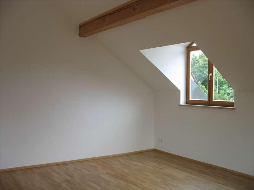 liebevoll ausgebaute Dachwohnung