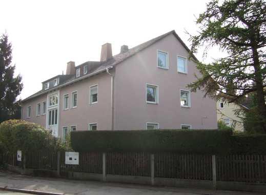 Schöne und komplett sanierte Wohnung mit Balkon