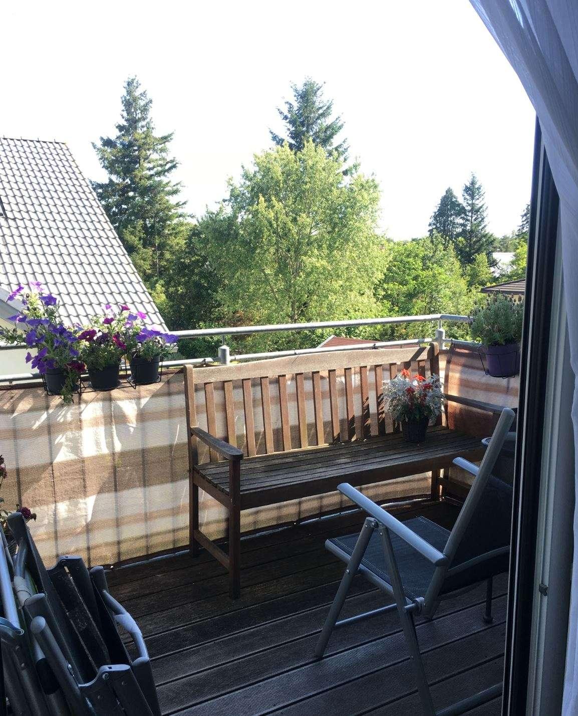 Exklusive, neuwertige 2-Zimmer-DG-Wohnung mit Balkon in Germering