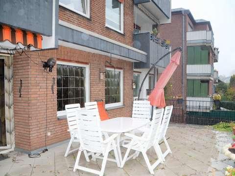 Geraumige 4 Zimmer Hochparterre Wohnung Mit Terrasse Und Einbaukuche