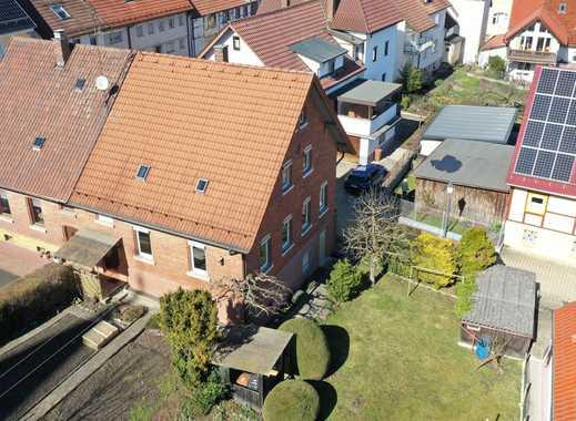 Keine Käuferprovision! Doppelhaushälfte mit charmanter Architektur– schöner Garten – ruhige Lage