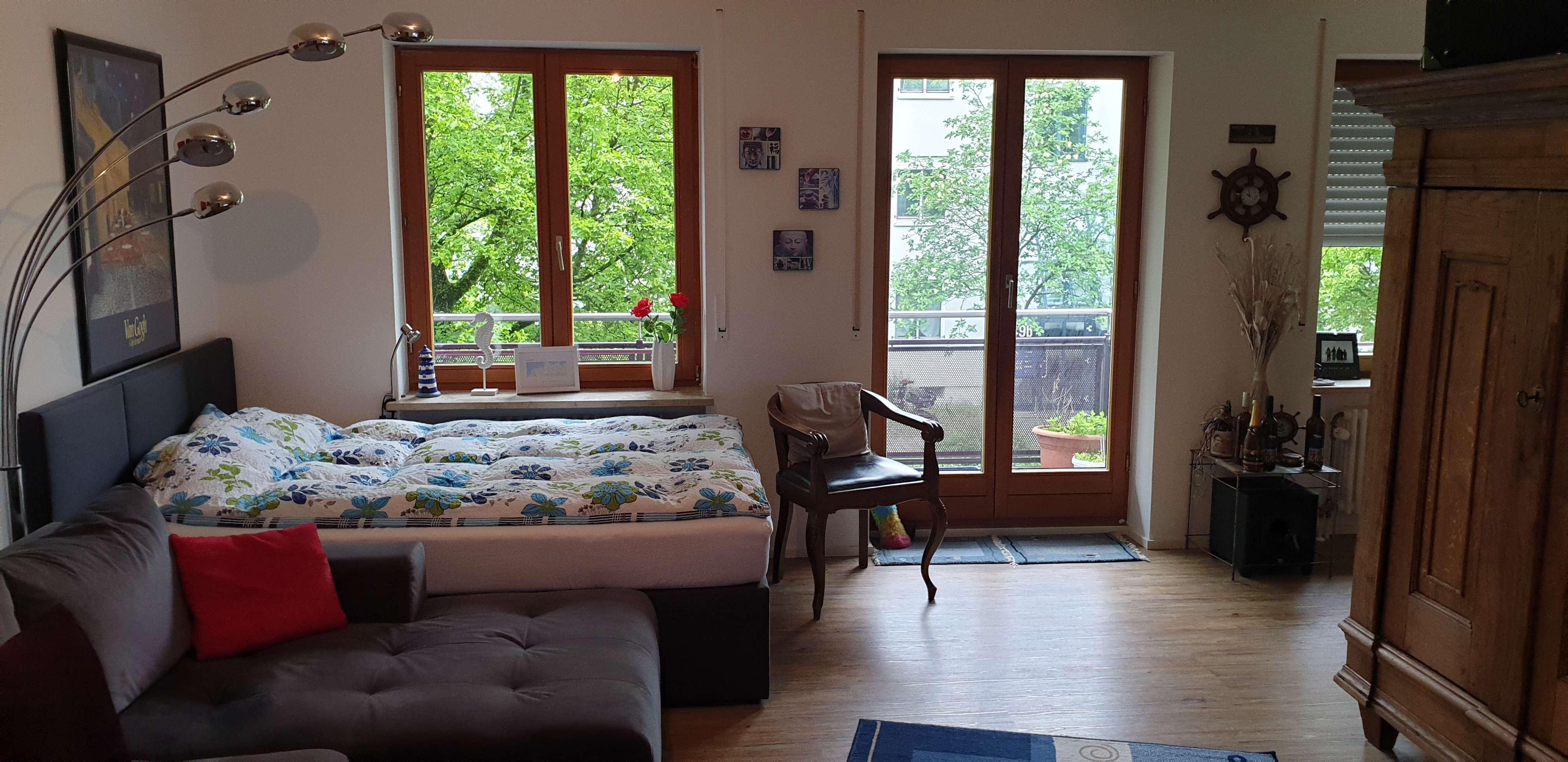 Stilvolle, geräumige 1-Zimmer-Wohnung mit Balkon und Einbauküche in Augsburg