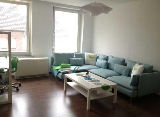 Schöne 2 Zimmerwohnung möbliert in denkmalgeschütztem Altbau mit Balkon