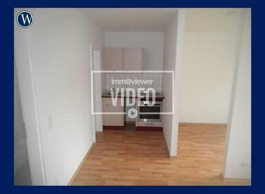 Direkt einziehen! 1-Raum-Wohnung mit Einbauküche, Schlafnische und Duschbad im Erdgeschoss