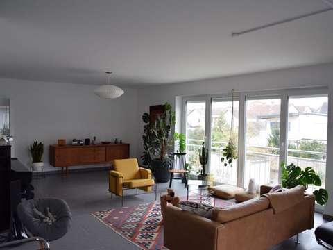 Neuwertige Sehr Grosszugige 4 Zimmer Wohnung Mit Balkon In