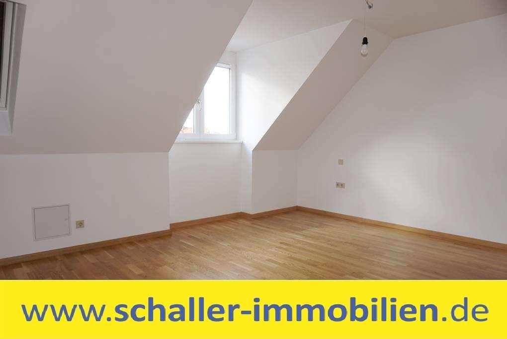 Barrierefreie moderne 2 Zimmer DG Wohnung mit Tageslichtbad / Wohnung mieten in