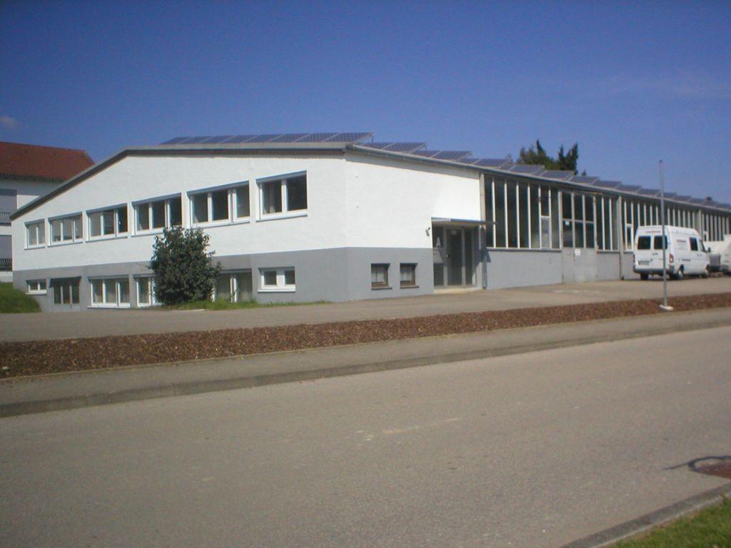 Front u. Seitenansicht Gebäude