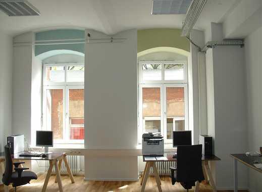 Helles, renoviertes Büro/Atelier in denkmalgeschütztem Ensemble
